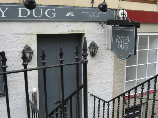 The Wally Dug in Edinburgh.